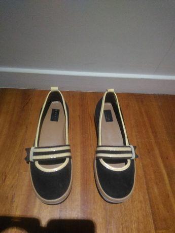 Sapatos da marca Furla em pele genuína tamanho 37. Sem uso