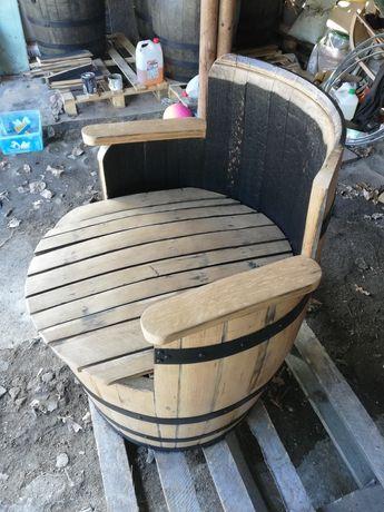 Fotel ogrodowy z beczki dębowej po whisky