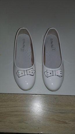 Sprzedam białe buty