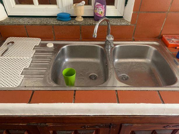 Cuba Lavatorio de cozinha com torneira