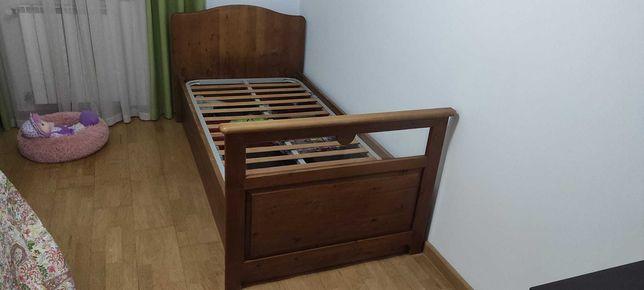 Cama de solteiro e mesa cabeceira  em madeira maciça