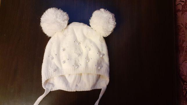 Демисезонная шапочка для девочки