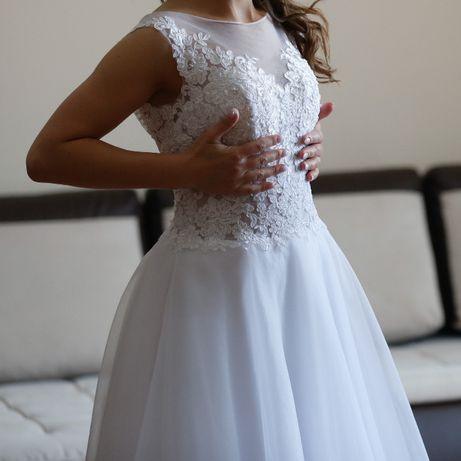 """Suknia ślubna 34/36, biała, kształt litery """"A"""""""