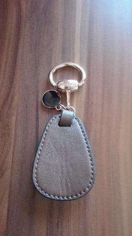 Aplicação para bolsa ou porta chaves