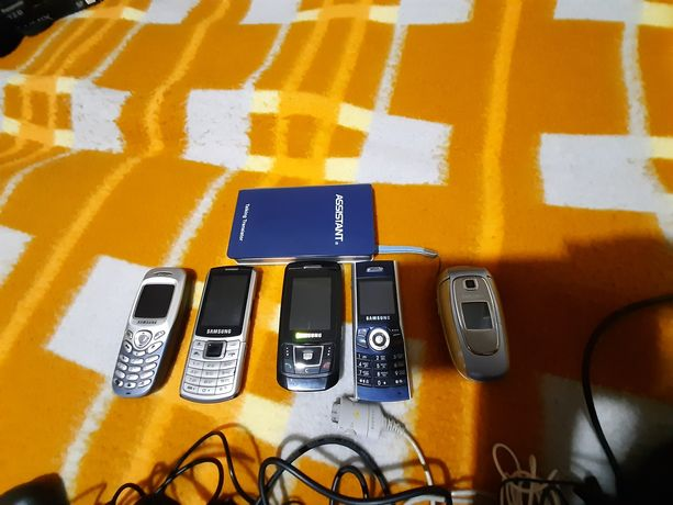 Телефоны и зарядки