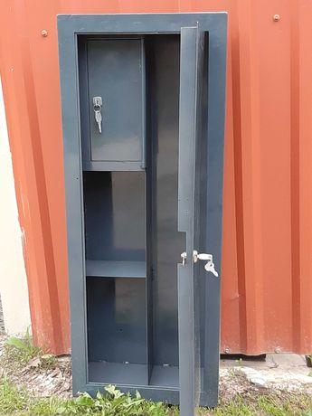 Оружейный сейф / шкаф для оружия - 2 комплекта ключей.