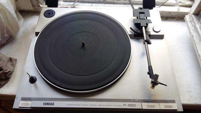 Проигрыватель виниловых пластинок Yamaha P220