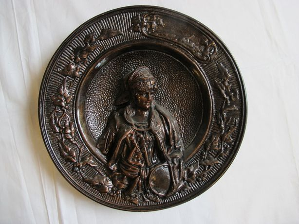 Płaskorzeźba talerz ozdobny rzeźbiony