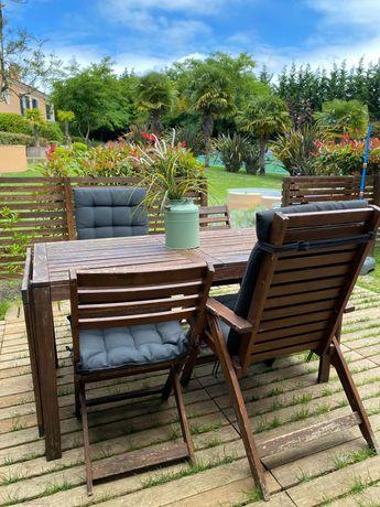 Mesa e cadeira de jardim