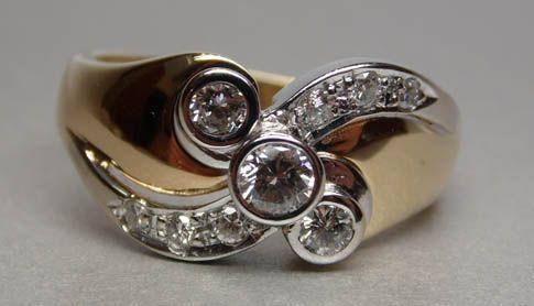 Złoty pierścionek z diamentami 0,56 ct. ciekawy wzór.
