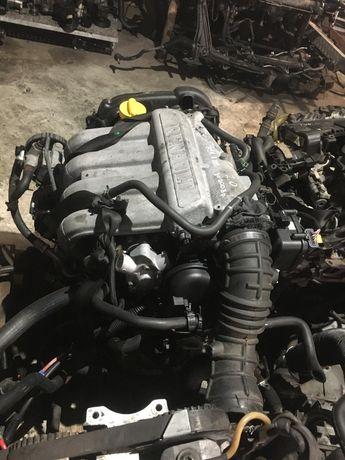 Мотор двигутаель мотор renault 2.0 16v F5R