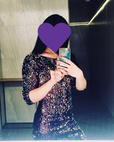 Яркое платье в паетку