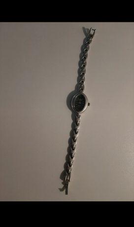 Zegarek srebrny na rękę