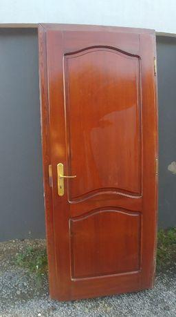 Drzwi wewnętrzne drewniane pełne