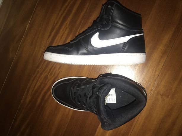 Sapatilhas Nike estilo jordan