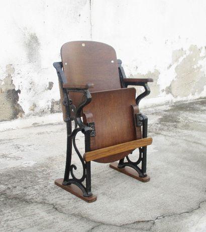 Cadeira de cinema centenária