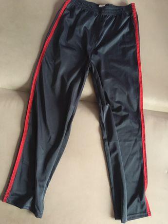 Spodnie dresowe czerwone i czarne