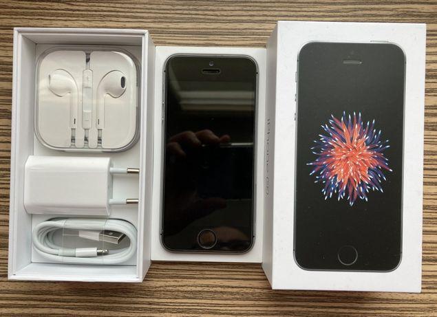 iPhone SE 32 GB Space Gray + oryginalne akcesoria
