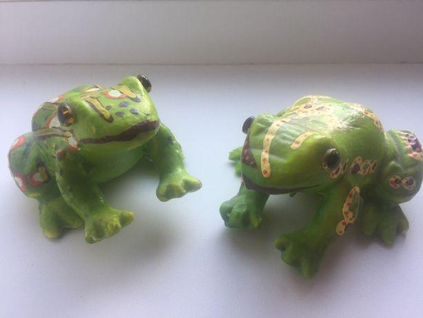 Лягушки декоративные из пенопласта