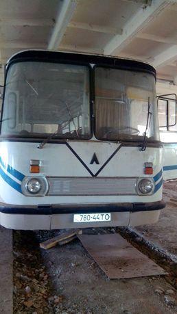 Автобус ЛАЗ після повного ремонту