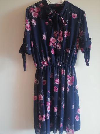 Sprzedam sukienkę w kwiaty rozm S