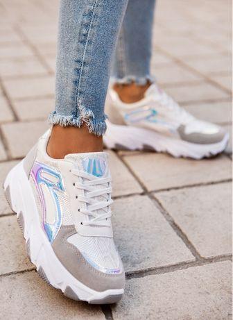 Biale sneakersy z holograficznymi wstawkami