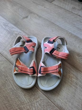 Спортивні сандалі ,розмір 41-42, рожевого кольору, віддам безкоштовно.