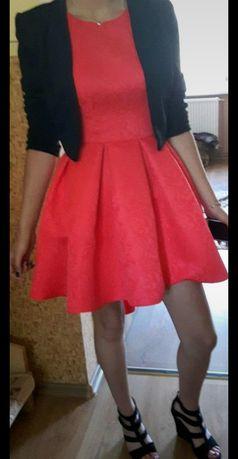 Rozkloszowana sukienka firmy stilove