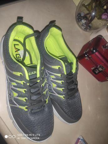 Красовки нові 41 р кроссовки