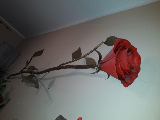 Metalowa róża