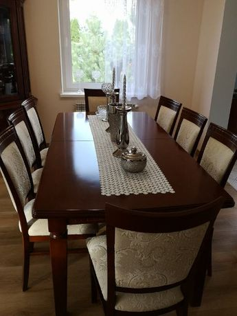 Stół rozkładany do jadalni plus 8 krzeseł firmy Swarzedz.
