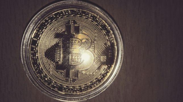 Sprzedam pozłacaną monetę Bitcoin