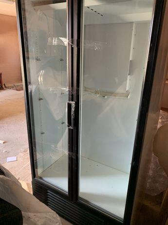 Двухдверный холодильник , шкаф для напитков