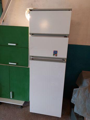 Холодильник трехкамерный