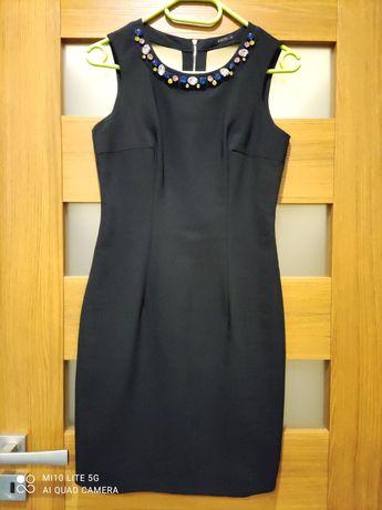 Granatowa sukienka firmy Mohito