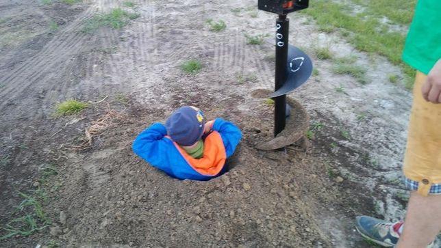Wiertnica glebowa wynajem świder glebowy zagęszczarka LOVE napis
