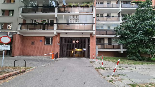 Garaż - miejsce parkingowe - Saska Kępa