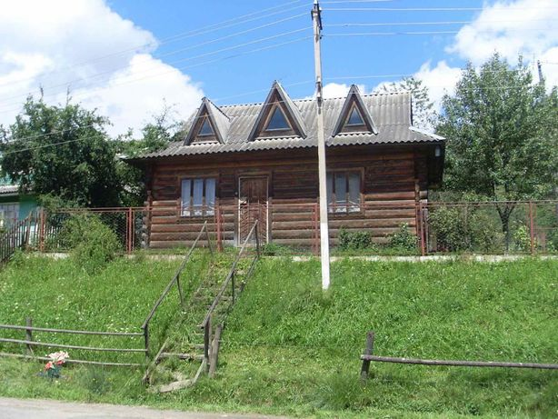 Дачний будиночок в зруб з оциліндрованої колоди
