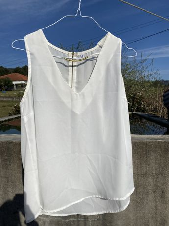 Vendo blusa branca com efeito de colar