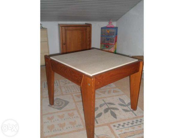 Mesa de Sala Pedrosas e Prateleira em madeira com suporte de cabides