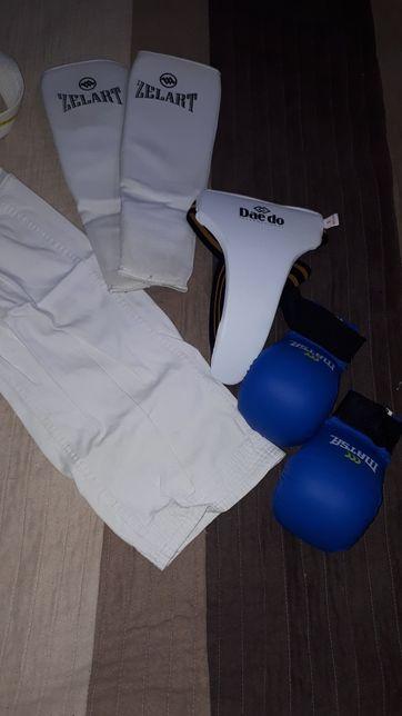 Комплект для боевых искусств, карете