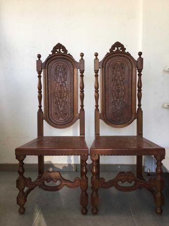 2 Cadeiras de cabedal   Antiguidade