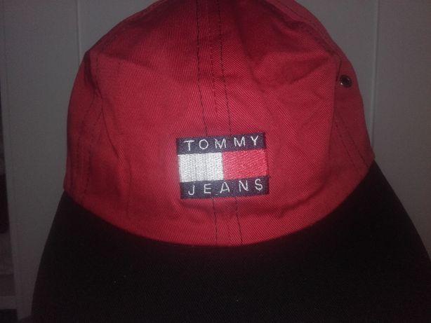 Nowa czapka Tommy Jeans z daszkiem