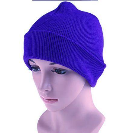 Трикотажная шапка ярко- синего цвета