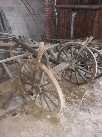 Wóz żelazny. Ozdoba do ogrodu