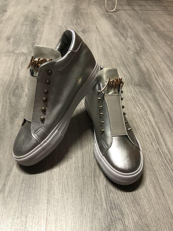 Sneakersy na koturnie 37