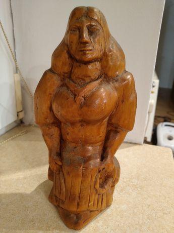 Stara drewniana rzeźba