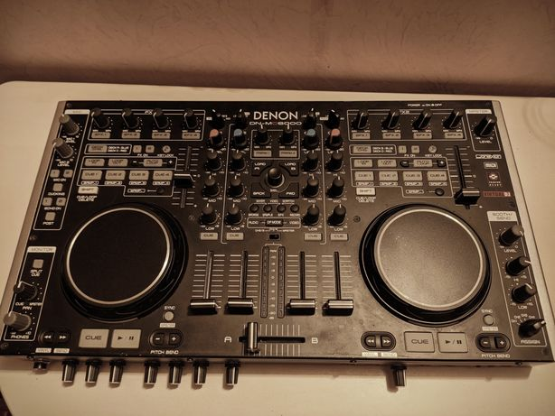 DJ контроллер Denon MC6000. Работает с Traktor, VirtualDJ, Serato.