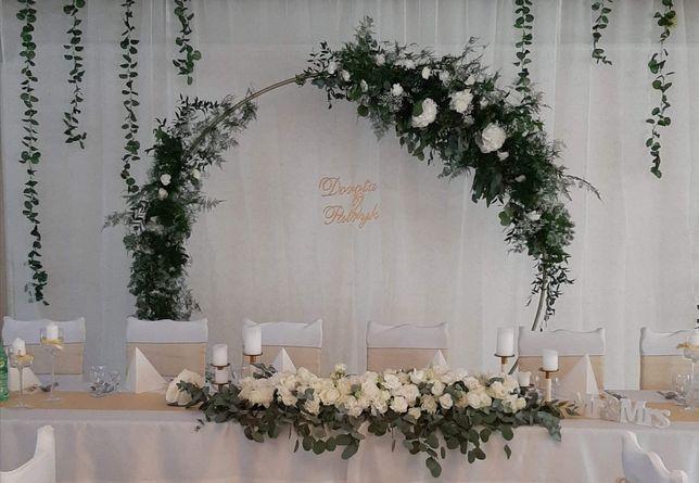 Ścianka ślubna, metalowe koło z kwiatami