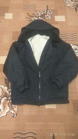 Теплая зимняя курточка б/у за символическую сумму .